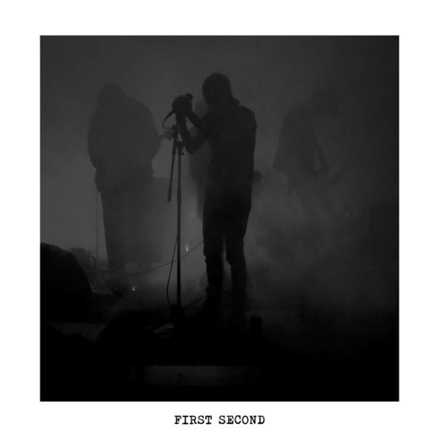 Moth - First Second LP (fotografia na wkładce płyty)