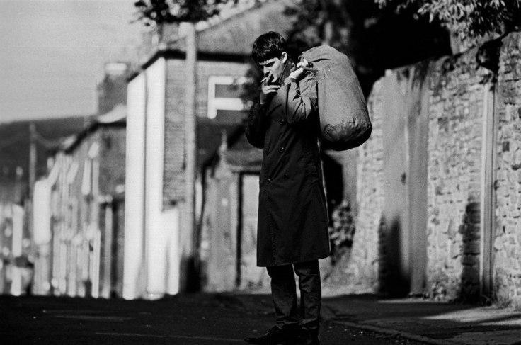 Ian Curtis - kadr z filmu Control (reż. Anton Corbijn; 2007)