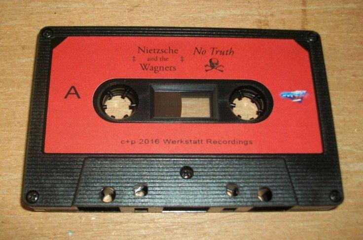 Nietzsche and the Wagners: No Truth - kaseta magnetofonowa (źródło: synthezizer.bandcamp.com)
