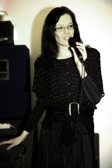 Dominika Daszewska - na wernisażu swoich prac w SDQ (Warszawa)